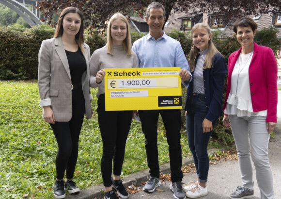 Spendenübergabe an das Integrationszentrum Seebach